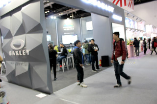 「ISPO 北京 2016」会場レポート OAKLEY(オークリー)[展示品:スノーボード ゴーグル/サングラス]